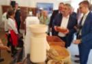 Świeży, gorący chleb na święcie polskiej żywności